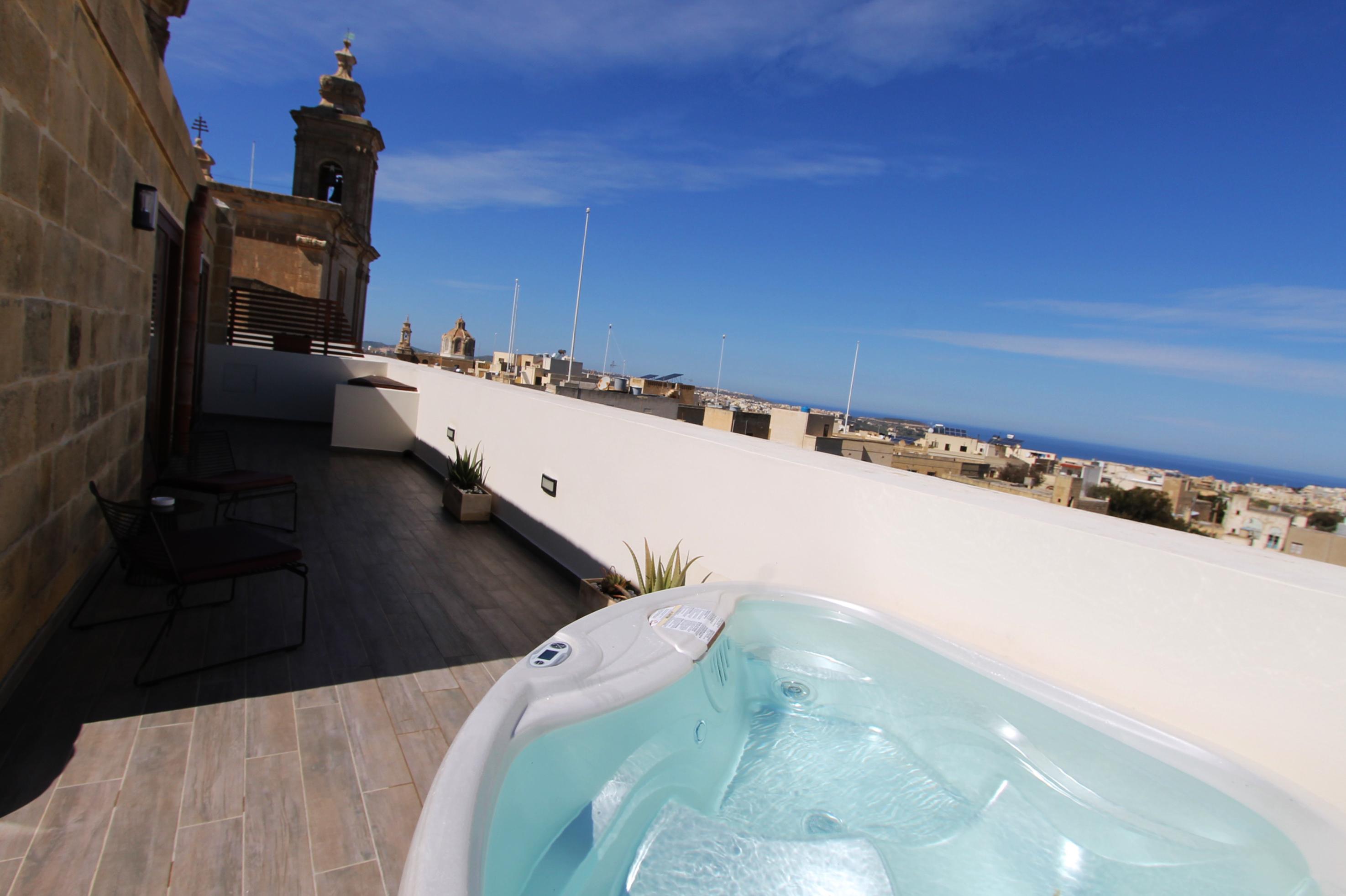Superior Penthouse With Outdoor Hot Tub